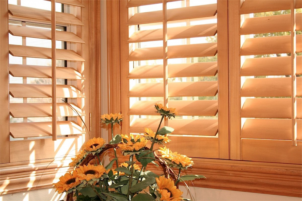 tan wooden blinds with flowers - blinds san diego